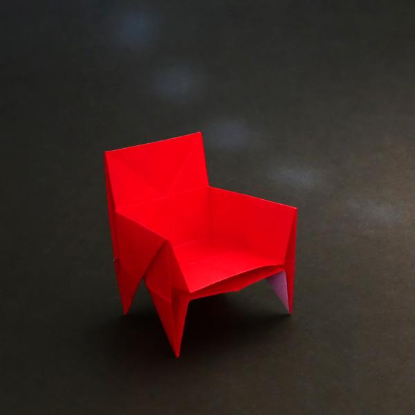 折り紙の肘掛け椅子