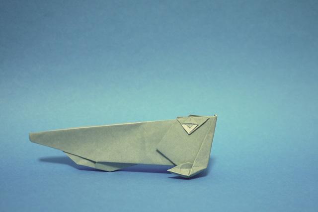 折り紙のシルバーアロワナ