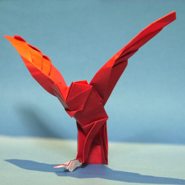 折り紙 ネズミを捕らえたフクロウ