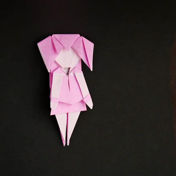 折り紙の少女