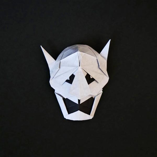 折り紙の般若の能面