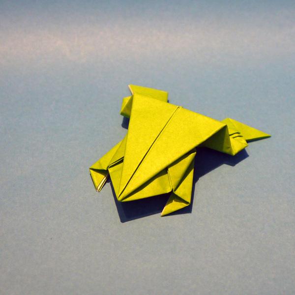 ぴょんぴょんガエルの折り紙