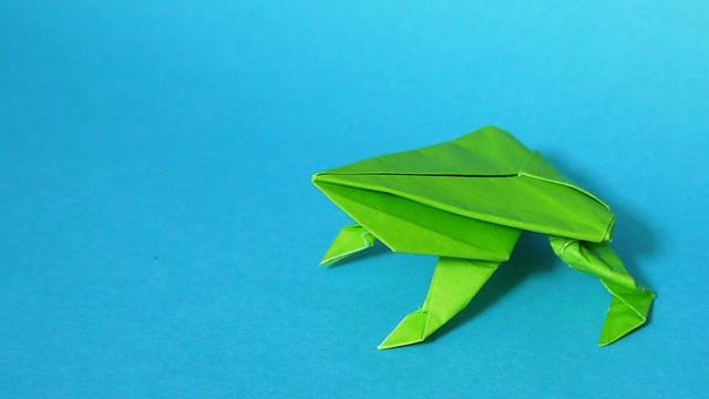 折り紙 ぴょんぴょんガエル