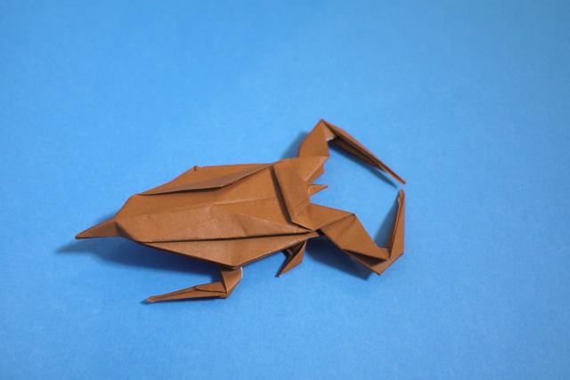 折り紙のタガメ