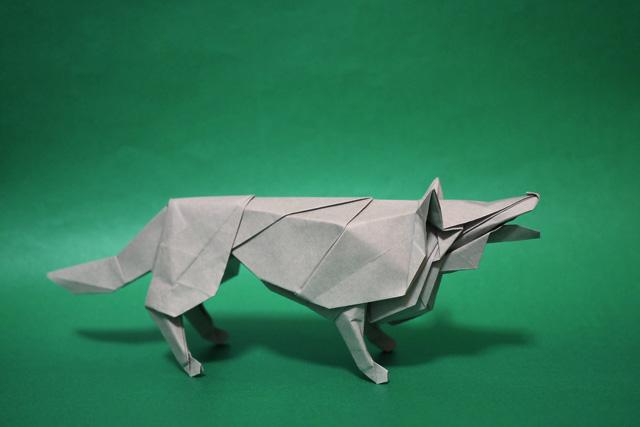 折り紙で折った狼